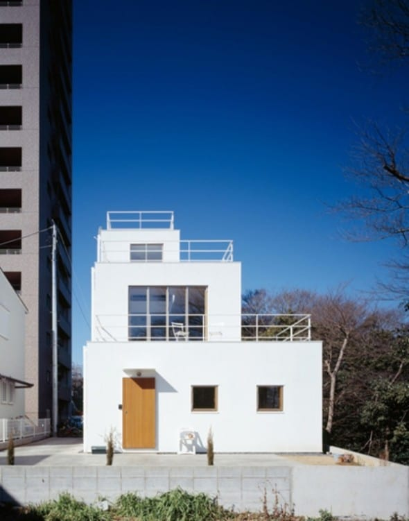 Modern deck house design from takeshi hosaka architects for Asian architecture house design