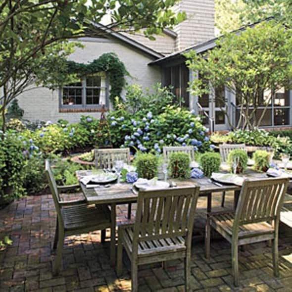 Tips To Design Outdoor Dining Area In Your Garden