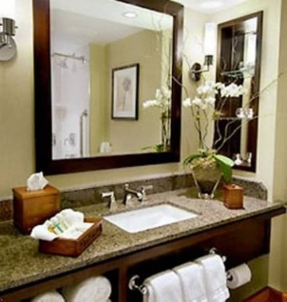 Design to decorate your luxurious own spa bathroom at home for Restroom decoration pictures