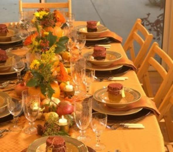 decorate table dining room for thanksgiving dinner