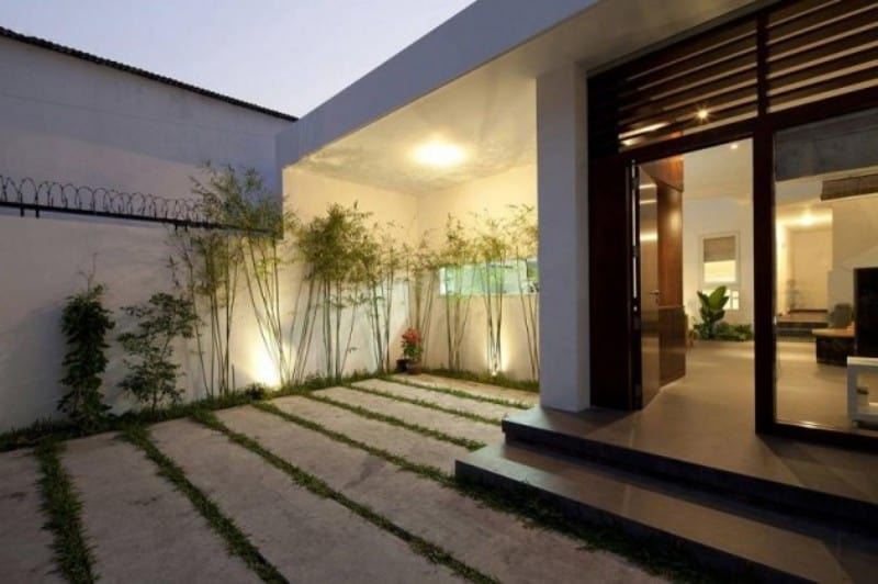 Classy Entrance Area from Courtyard - Sophisticated Modern Penthouse Design