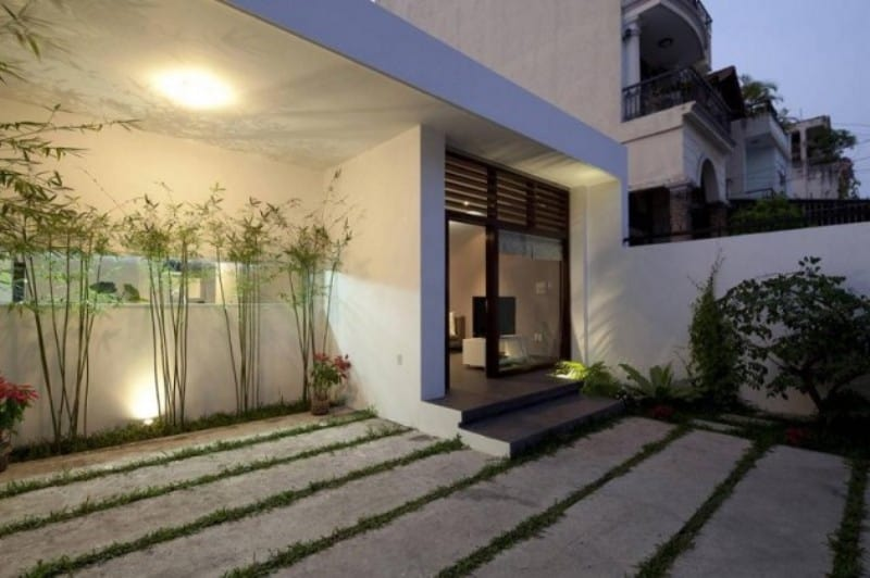 Elegant looking outer courtyard sophisticated modern for Home outer design images