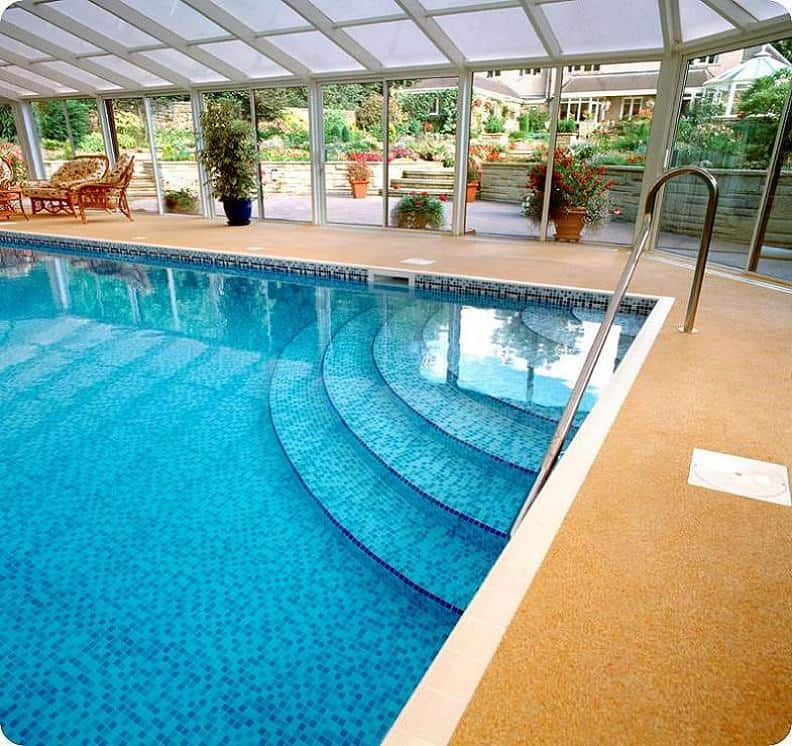 Indoor pool with steps indoor swimming pool for Swimming pool room decor