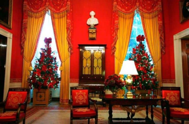 Christmas Traditional Room
