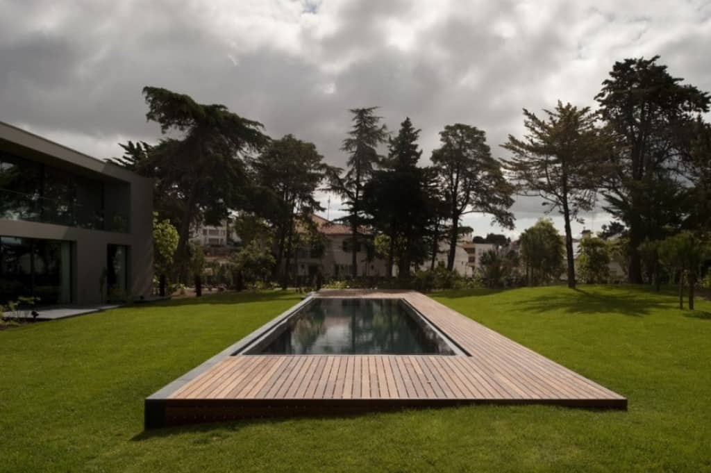Elegant Swimming Pool by Frederico Architects